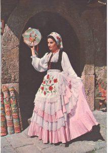 Immagine di uno dei costumi tradizionali della Sicilia da donna