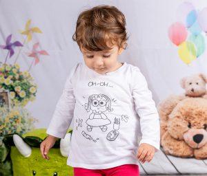 Aurora indossa un capo di abbigliamento per bambini firmato Pupy