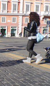 Giacchetto di pelle fotografati nella street fashion