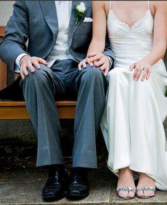 scarpe abbinate ad abiti da sposo e da sposa