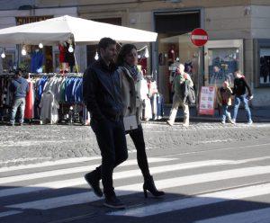 Nella street fashion romana poche donne coi tacchi alti