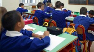 Come vestire i bambini alla scuola materna: il grembiule