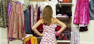 una bambina appassionata di abbigliamento per bambini firmato