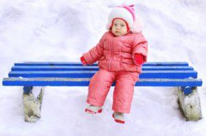 Come vestire un neonato d'inverno se nevica