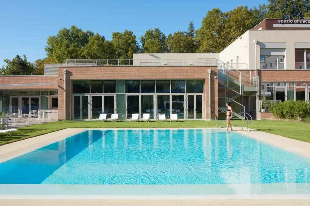 La piscina esterna di Anusca Palace Hotel e Spa