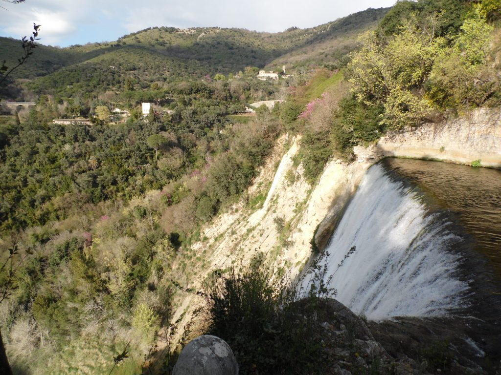 Le cascate di Villa Gregoriana vicino a Hotel Green Park Madama