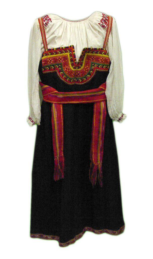 Il sarafan uno degli abiti popolari della russia
