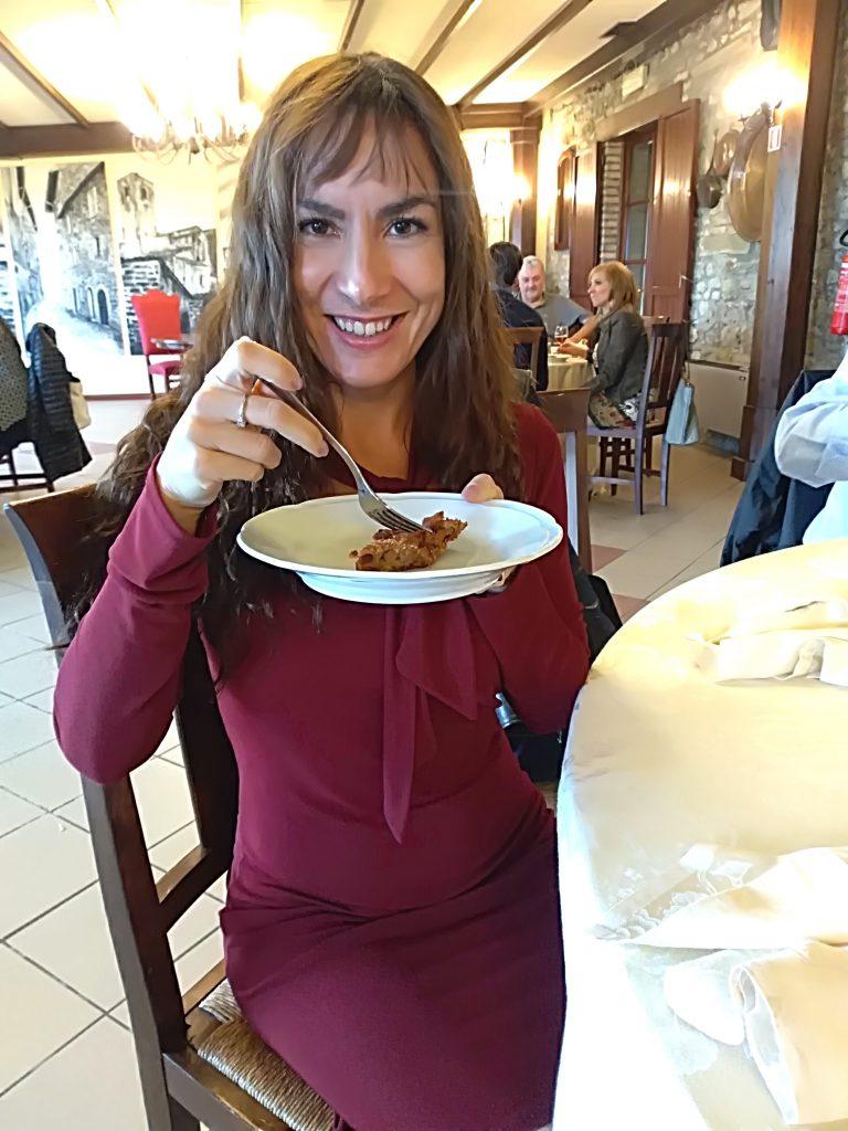 Candy Valentino assaggia il bostrengo di Dogana Vecchia Ristorante & Country House