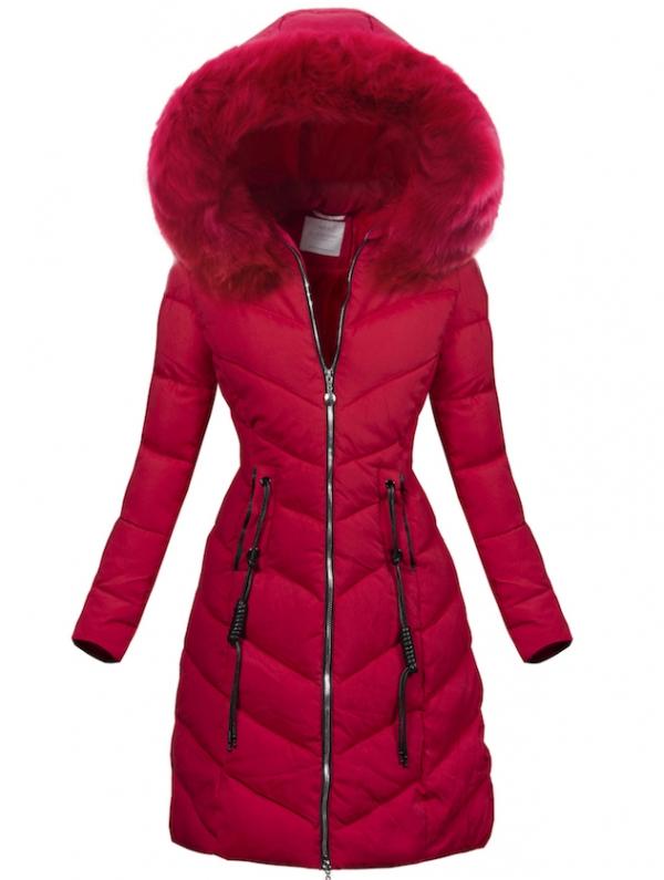 il rosso è uno dei colori di moda nei cappotti del 2020
