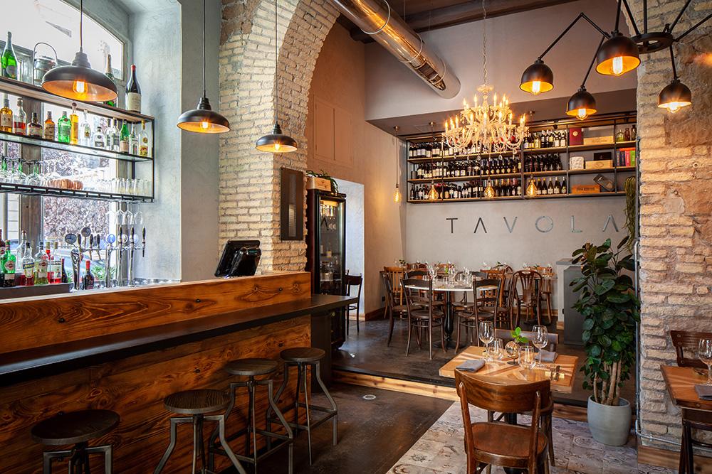 La sala interna del ristorante Tavola a Roma