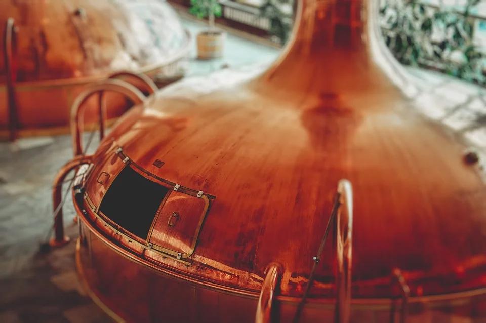 Un birrificio che produce birra artigianale