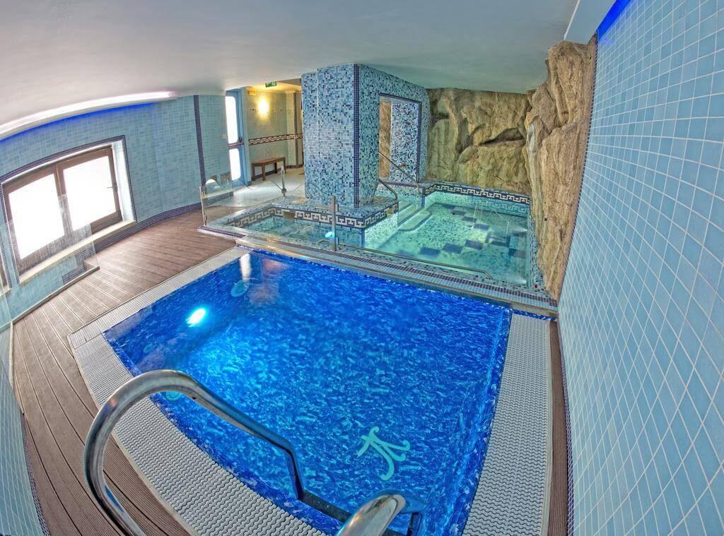 La vasca idromassaggio dell'hotel Villa Luisa da sfruttare durante le vacanze in Campania