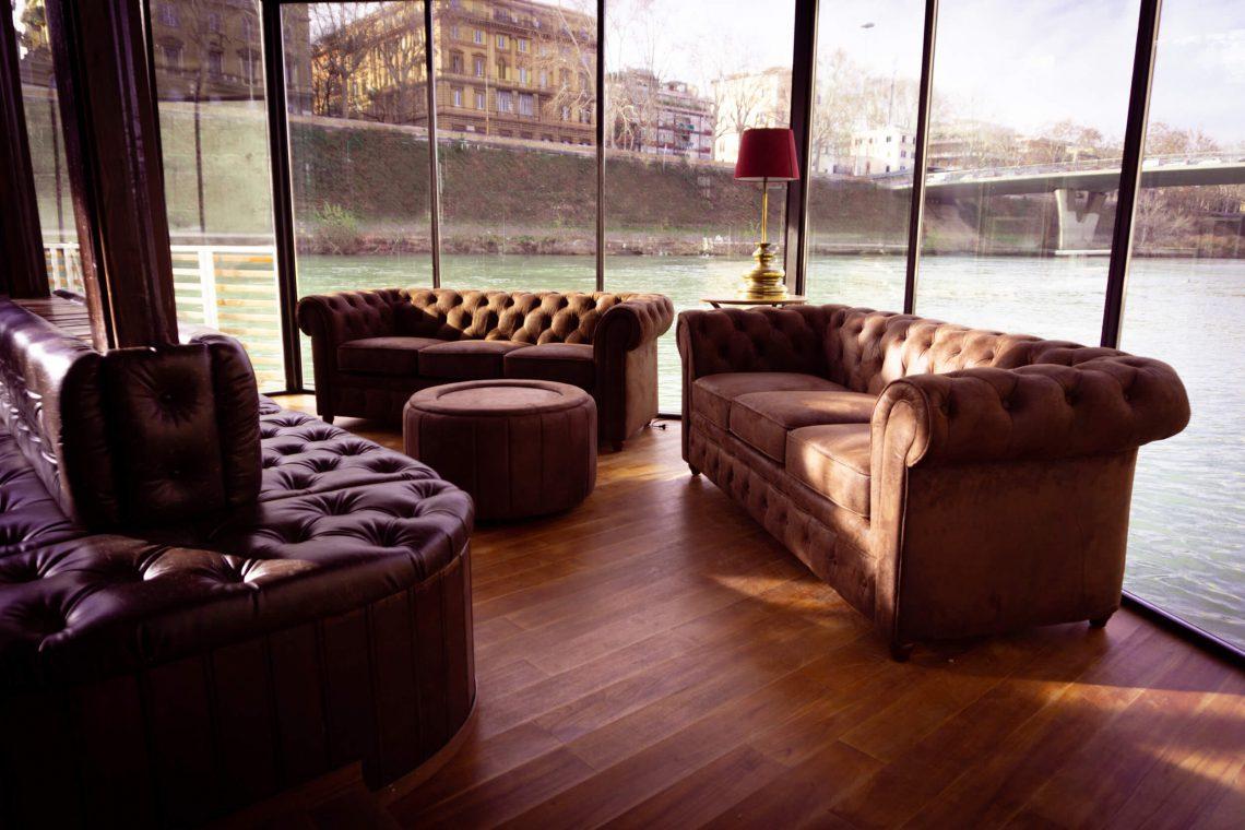 L'interno del whisky bar a Roma Dram