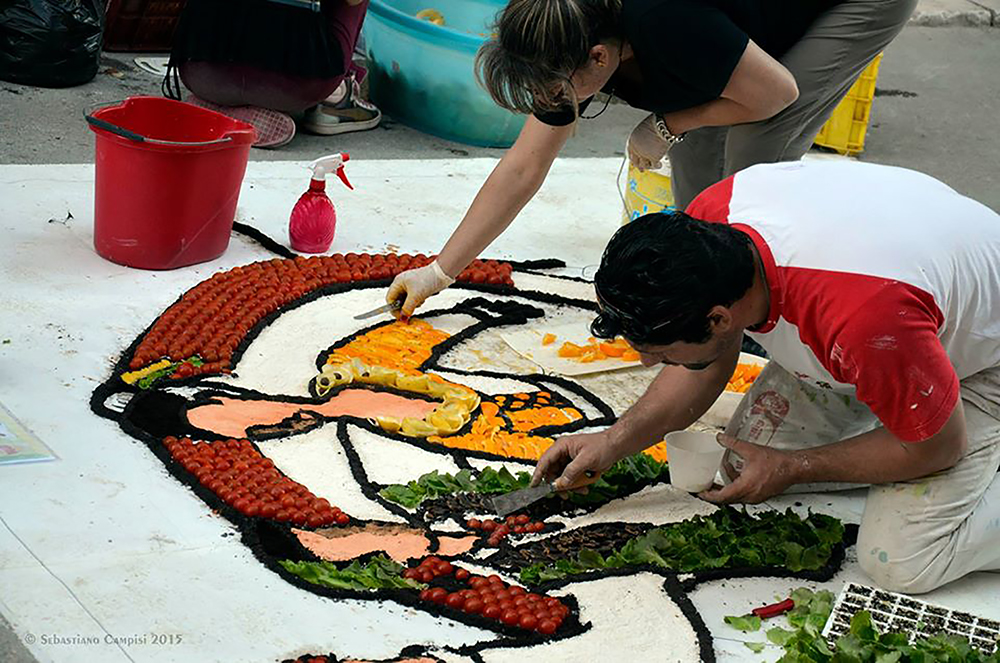 la creazione di un mosaico per l'inverdurata di Pachino