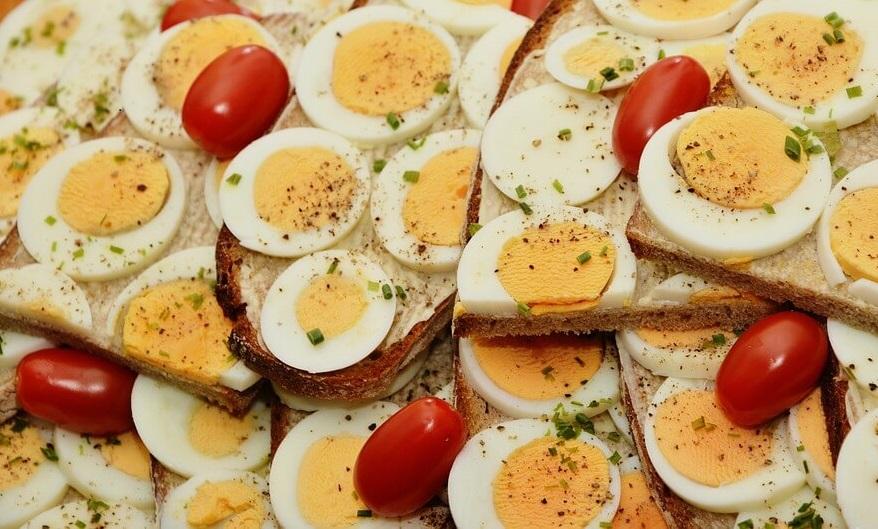 le uova sode usate nei piatti tipici campani di Pasqua