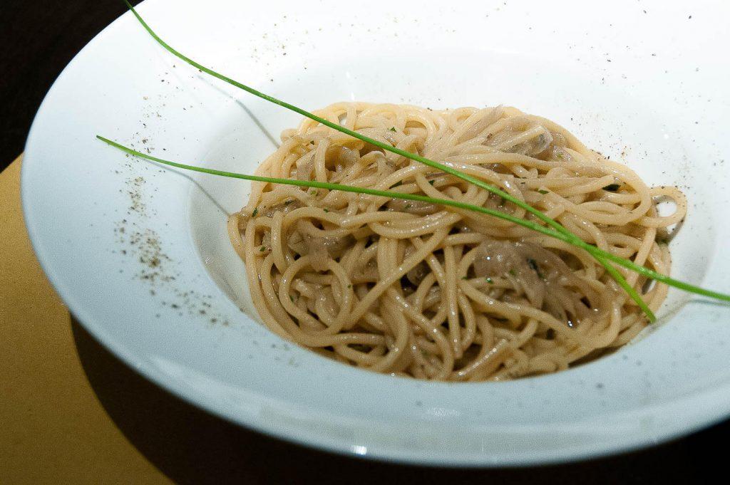 i bigoli in salsa, uno dei piatti tipici veneziani