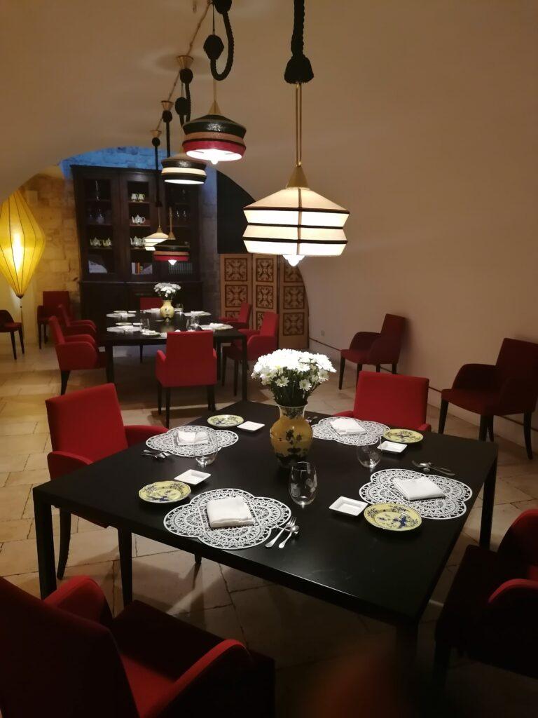 l'arredo moderno del ristorante pugliese Pashà